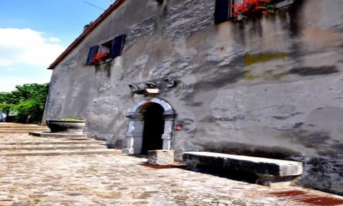 Zdjecie W�OCHY / Wenecja / Udine / Zdziwiony domek