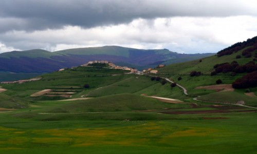 Zdjecie W�OCHY / Umbria / Castelluccio/Norcia / Widok na Castel