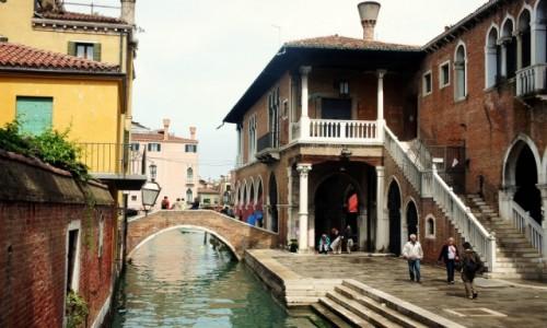 Zdjęcie WłOCHY / Wenecja Euganejska / Wenecja  / Nad kanałem