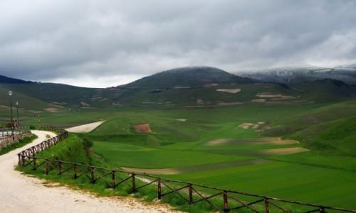 Zdjecie W�OCHY / Umbria / Castelluccio di Norcia / Droga