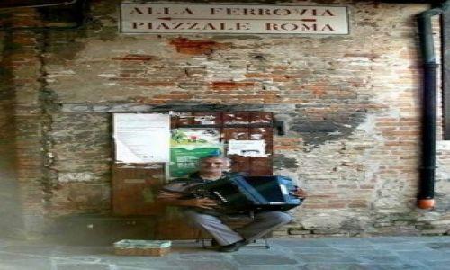 Zdjęcie WłOCHY / Emilia Romana / Wenecja / Akordeonista ...