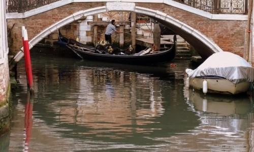 Zdjęcie WłOCHY / Wenecja Euganejska / Wenecja / Pod mostem