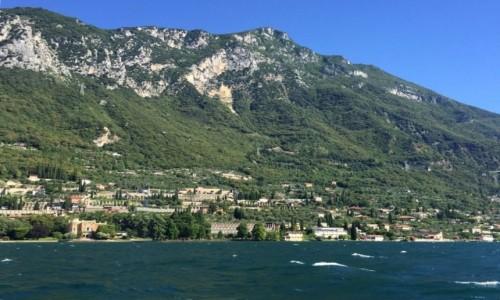 Zdjęcie WłOCHY / Północne Włochy / Jezioro Garda / Miasteczko nad brzegiem