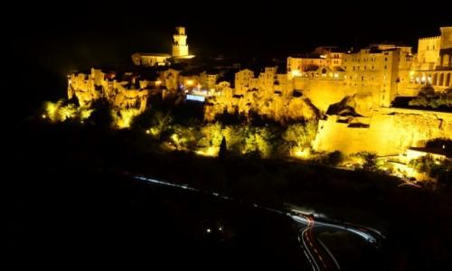 Zdjęcie WłOCHY / Toskania / Pitigliano / Pitigliano nocą