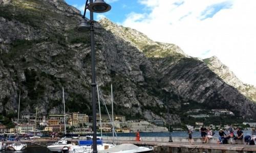 Zdjęcie WłOCHY / Nad jeziorem / Garda / Jedna z wielu przystani jachtowej.