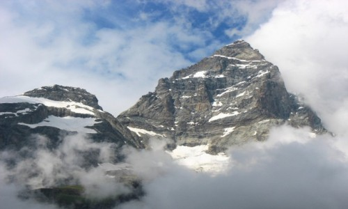 W�OCHY / Alpy / Cervini / Matterhorn - na chwilk� wy�oni� si� spoza mg�y