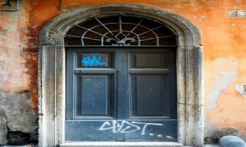 Zdjęcie WłOCHY / Lacjum / Rzym / Drzwi