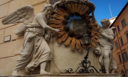 Zdjęcie WłOCHY / Lacjum / Rzym /  kamienica z aniołami....