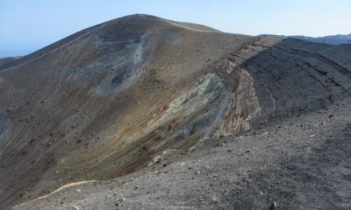 Zdjęcie WłOCHY / Wyspy Liparyjskie / Vulcano / wzdłuż krateru