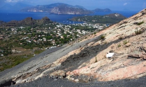 Zdjęcie WłOCHY / Wyspy Liparyjskie / Vulcano / droga w dół