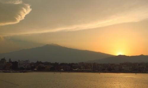 Zdjęcie WłOCHY / Sycylia / Giardini Naxos / Etna o zachodzie słońca