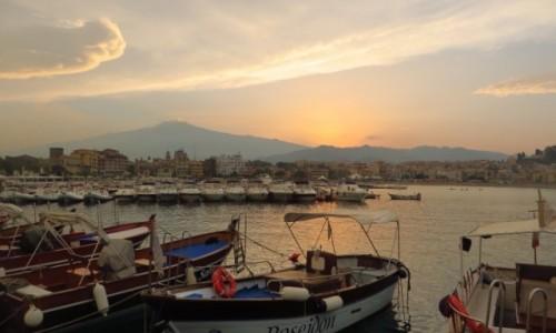 Zdjecie WłOCHY / Sycylia / Giardini Naxos / przystań o zachodzie słońca