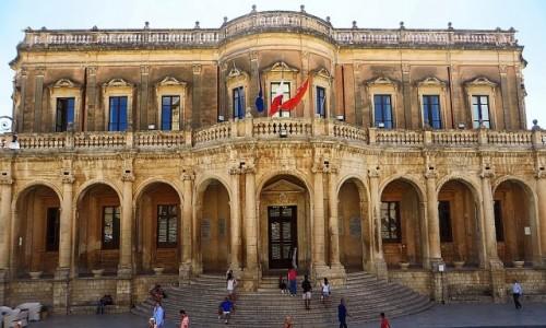 WłOCHY / Sycylia / Noto / pałac Ducezio