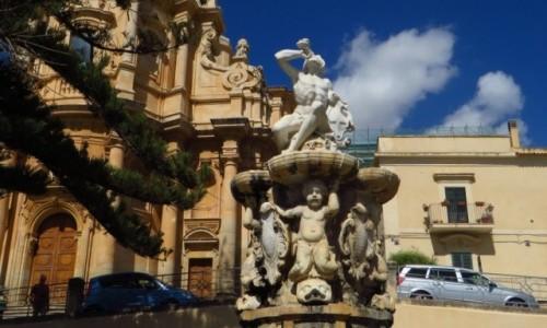 Zdjęcie WłOCHY / Sycylia / Noto / fontanna Herkulesa