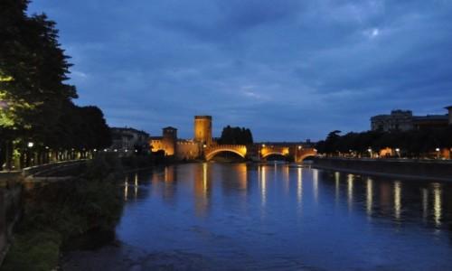WłOCHY / Veneto / Werona / Werona, zamek i most