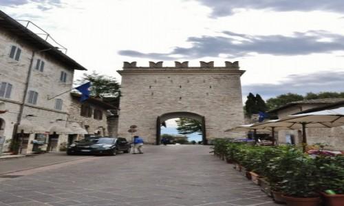 Zdjęcie WłOCHY / Umbria / Asyż / Asyż, brama miejska