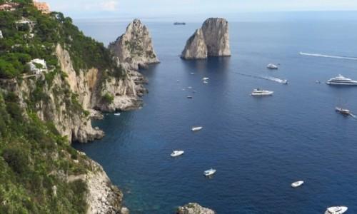 Zdjęcie WłOCHY / Kampania / Capri / przybrzeżna skała