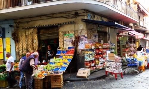 Zdjęcie WłOCHY / Kampania / Neapol / uliczka na starówce
