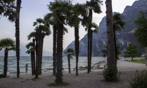 Zdjęcie WłOCHY / jezioro Garda / Riva del Garda / plaża w Riva del Garda