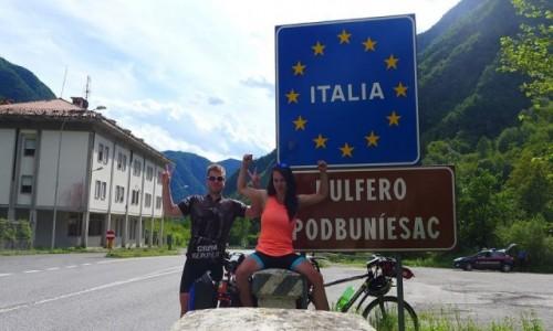 WłOCHY / - / Granica Słowenii i Włoch / Rowerem przez Europę. 16 dni, 5 krajów, 1500 km. Dojechaliśmy z Polski do Włoch!