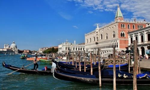 WłOCHY / Wenecja Euganejska / Wenecja / Wenecja - Pałac Dożów i gondole