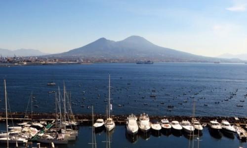 Zdjęcie WłOCHY / Kampania / Neapol / Wezuwiusz widok z Castel Dell'ovo