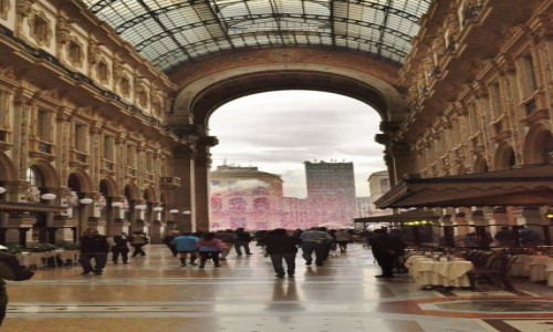 Zdjęcie WłOCHY / Lombardia / Mediolan / Mediolan, galeria Viktora Emanuela i konfetti