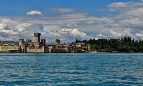 Zdjęcie WłOCHY / Lombardia / Sirmione / Zamek w Sirmione