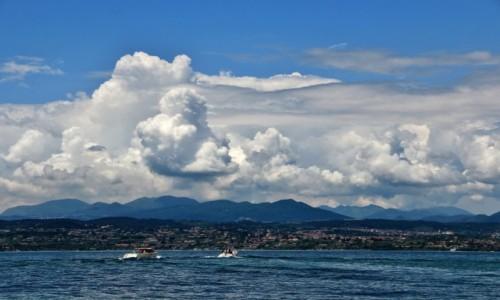 Zdjęcie WłOCHY / Lombardia / Jezioro Como / Chmury nad Como