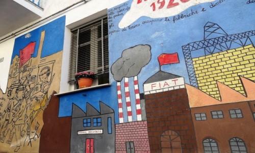 Zdjęcie WłOCHY / Sardynia / Orgosolo / Historia świata  na muralach w Orgosolo - strajk w fabryce Fiata w 1920r