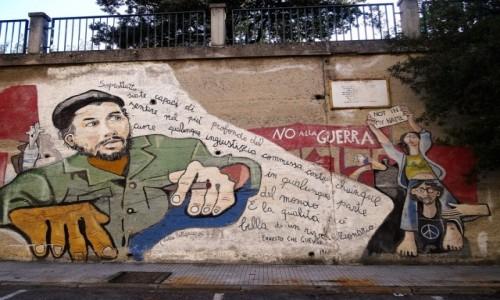 Zdjęcie WłOCHY / Sardynia / Orgosolo / Historia świata  na muralach w Orgosolo - Che