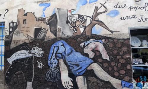 Zdjęcie WłOCHY / Sardynia / Orgosolo / Historia świata  na muralach w Orgosolo - Dwa narody, jedno państwo