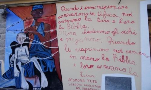 Zdjęcie WłOCHY / Sardynia / Orgosolo / Historia świata  na muralach w Orgosolo - Afryka