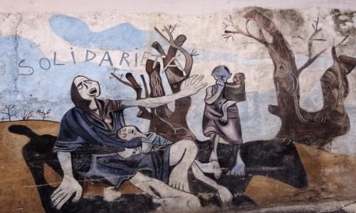 Zdjęcie WłOCHY / Sardynia / Orgosolo / Historia świata  na muralach w Orgosolo - Braterstwo???
