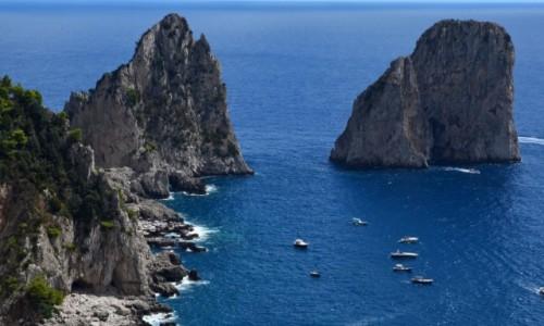 Zdjęcie WłOCHY / Kampania / Capri /  Faraglioni