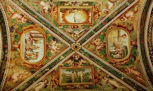 Zdjęcie WłOCHY / Lombardia / Livo / Piękne freski nad wejściem do kościoła św. Jakuba