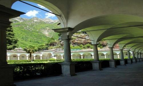 Zdjęcie WłOCHY / Lombardia / Chiavenna / Zabudowania klasztorne