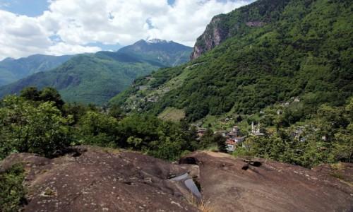 Zdjęcie WłOCHY / Chiavenna / Park Marmitte dei Giganti / W Alpach