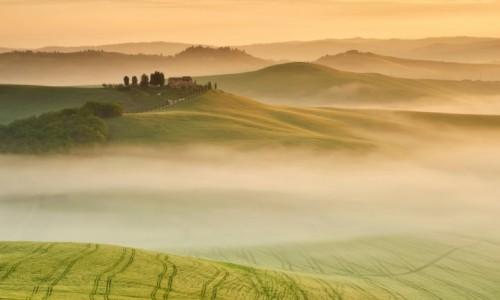 WłOCHY / Toskania / Pievina / Morze mgieł