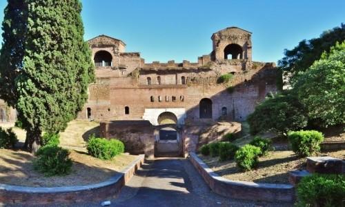Zdjęcie WłOCHY / Lazio / Rzym / Rzym, fragment murów miejskich