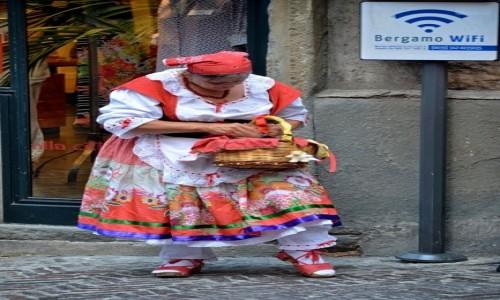 Zdjecie WłOCHY / Lombardia / Bergamo/Citta Alta / szukając wifi ;)