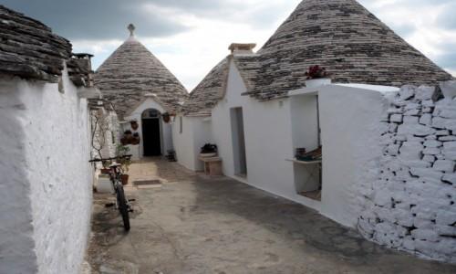 Zdjęcie WłOCHY / Apulia / Alberobello / Podwórko