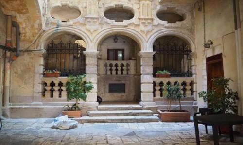 Zdjęcie WłOCHY / Apulia / Bari / Podwórko
