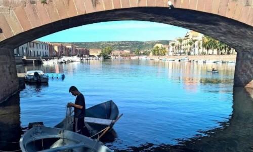 Zdjecie WłOCHY / Sardynia / pod mostem / Bosa