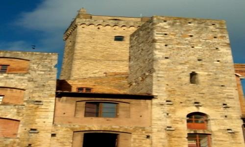 WłOCHY / Tosskania / San Gimignano / Wieże na Piazza Cisterna