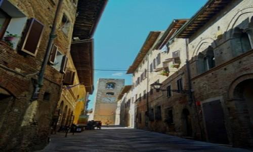 WłOCHY / Toskania / Colie di Val d'Else / Toskańska uliczka