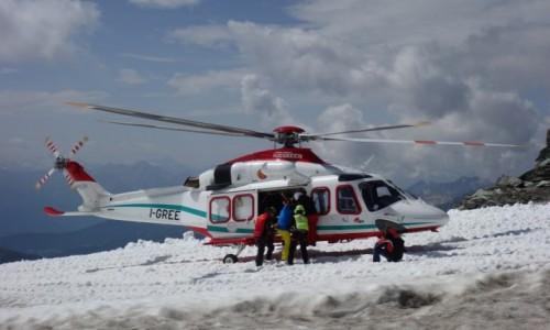 Zdjecie WłOCHY / Alpy Pennińskie / Plateau Rosa 3480 m n.p.m. / Helikopter w akcji.