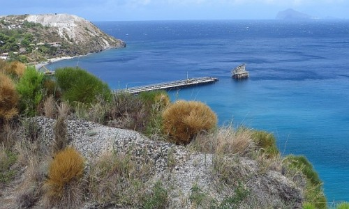 Zdjecie WłOCHY / Wyspy Liparyjskie / Lipari / opuszczona kopalnia pumeksu