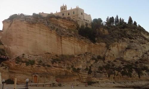 Zdjecie WłOCHY / Kalabria / Tropea / kościół  Św. Marii na wyspie o zachodzie słońca