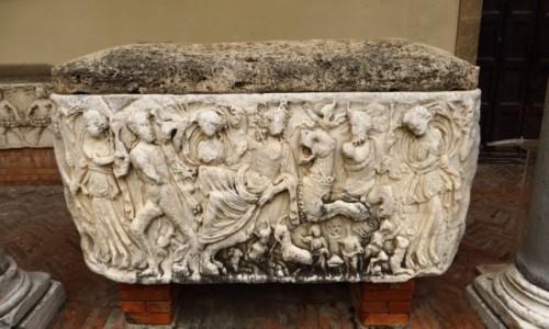 Zdjęcie WłOCHY / Kampania / Salerno / dziedziniec katedry - sarkofag